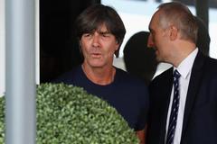 Joachim Low trốn biệt tăm, Đức nhắm đến Wenger