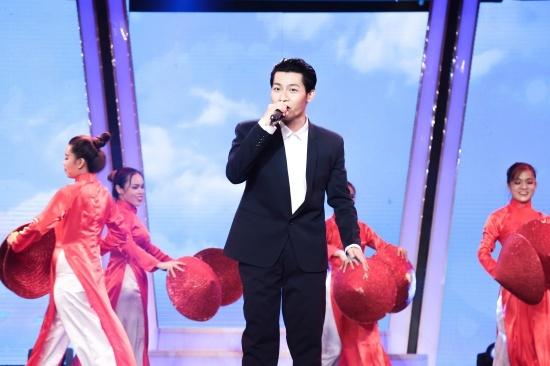 Khoe body 6 múi, Mr Đàm khen Anh Tú đẹp trai hơn cả Taeyang