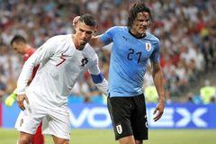"""Uruguay nín thở với chấn thương của """"người hùng"""" Cavani"""