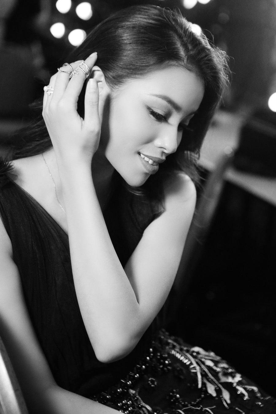Hậu trường 'vui hơn Tết' của Hương Giang Idol tại show của NTK Hà Duy