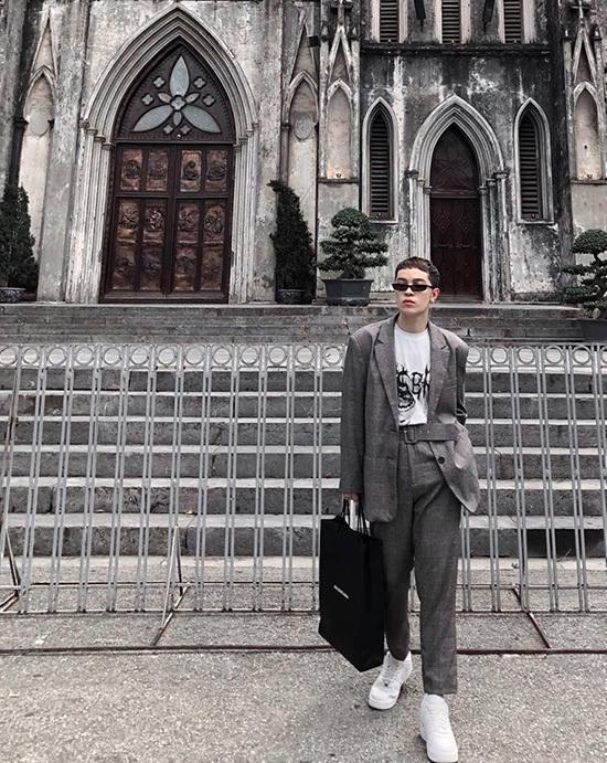 Ngọc Trinh ăn mặc cực xì tin dù gần 30 tuổi