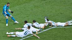 Thắng nghẹt thở Tây Ban Nha trên chấm 11m, Nga bay vào tứ kết