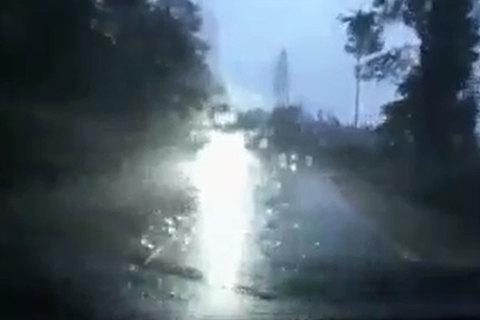 Dùng đèn pha chiếu xa không đúng cách gây nguy hiểm thế nào?