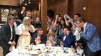 Đang cưới, cặp đôi Nga tạm dừng tiệc để ăn mừng World Cup