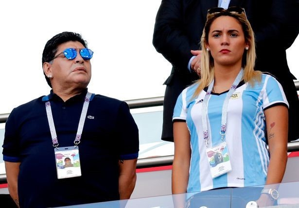Mỹ nhân khóa môi Maradona ở World Cup là ai?