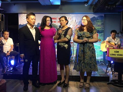 Nghệ sĩ hát kiếm tôn lợp nhà cho đồng bào vùng lũ Hà Giang