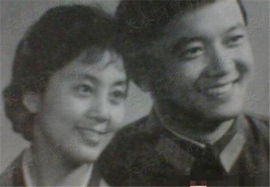 'Hòa Thân' Vương Cương lấy vợ kém 20 tuổi, làm bố ở tuổi 60