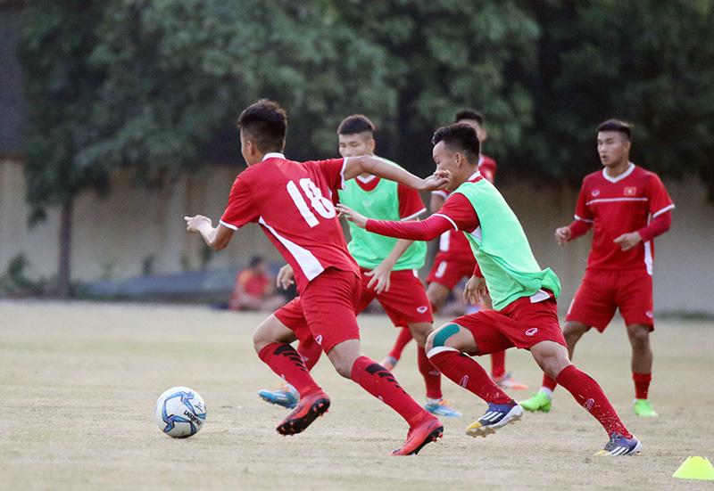 HLV Hoàng Anh Tuấn 'lệnh' U19 Việt Nam phải thắng Philippines, Lào
