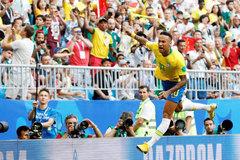 Neymar nổi đóa vì thói lèm bèm của cầu thủ Mexico