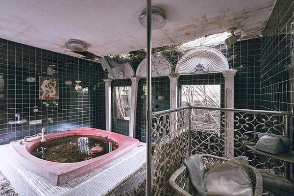 Lời đồn ma ám, khách sạn sang trọng hoang tàn suốt 20 năm