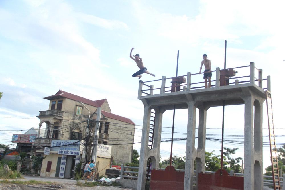 Hà Nội: Thỏa sức vùng vẫy ở 'bãi tắm' độc nhất vô nhị dài hàng km
