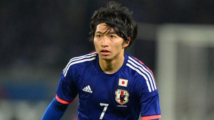 Vợ sắp cưới sexy và nổi tiếng của tiền vệ tuyển Nhật Bản