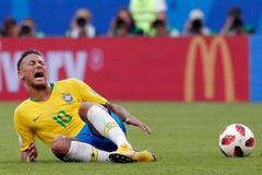 "Maradona bức xúc: ""Bớt diễn trò lố đi, Neymar!"""