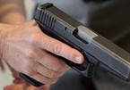 Nguyên trưởng công an xã rút súng bắn dọa 'đối thủ'