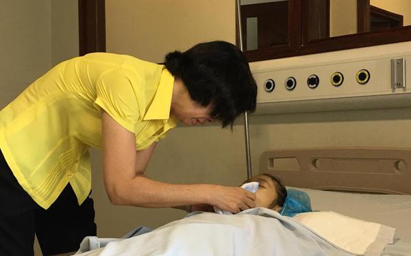 Bé Vân Nhi trải qua 50 lần phẫu thuật trước khi tặng lại giác mạc