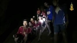 Đội bóng Thái Lan sống sót trong hang bằng cách nào?