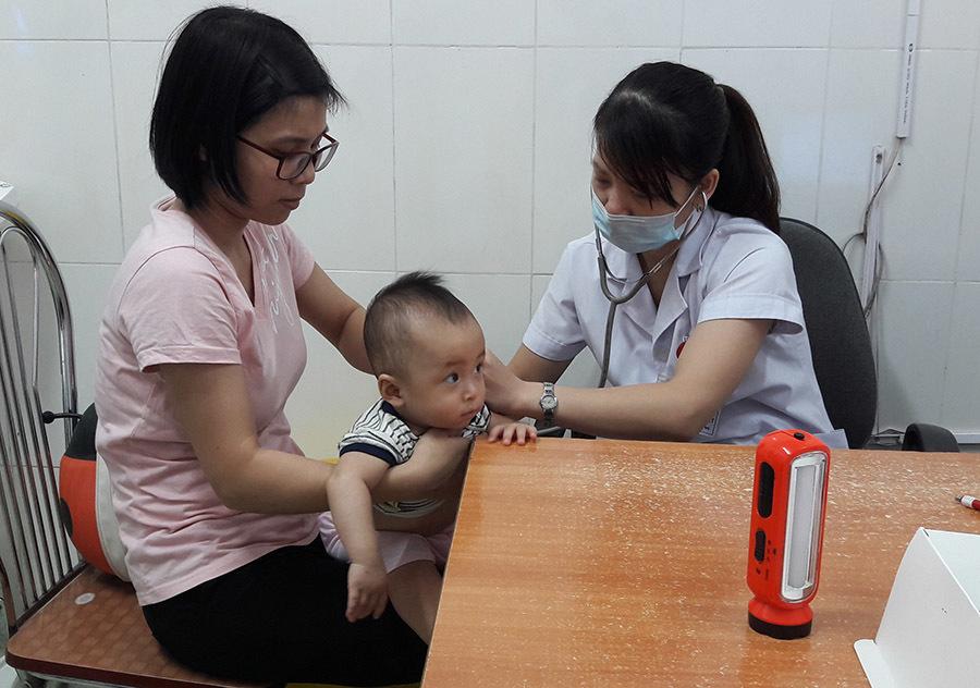 Hàng ngàn trẻ em nhập viện vì nắng nóng gay gắt
