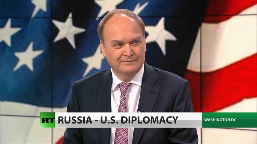 Vì sao quan chức Mỹ sợ bắt tay Đại sứ Nga?