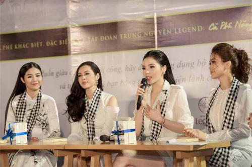 Kỳ Duyên, Ngọc Hân tặng 'sách đổi đời' ở Nha Trang