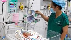 Ly kỳ cứu bé gái sinh non 25 tuần, nặng 740gram