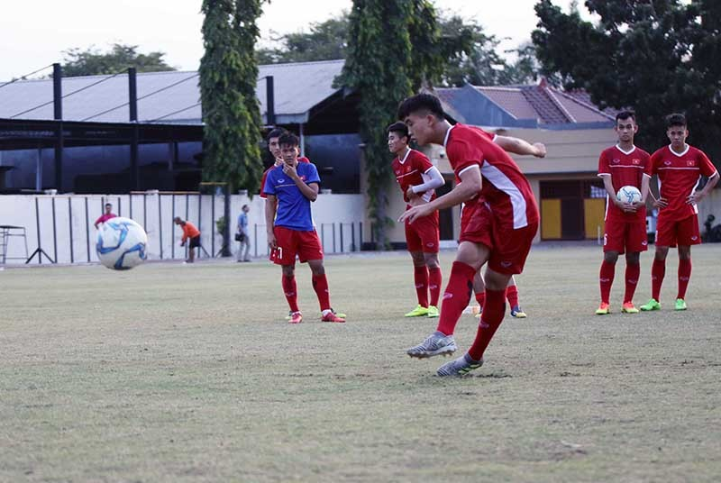 U19 Việt Nam luyện dứt điểm, quyết thắng đậm Lào