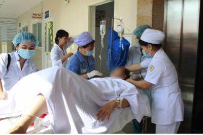 Sản phụ chuyển dạ, gia đình gọi bác sĩ không được vì...đang ngủ