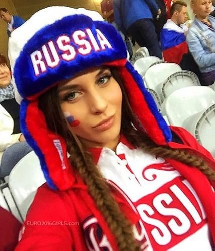 Vẻ nóng bỏng của các cô gái Nga hút hồn du khách