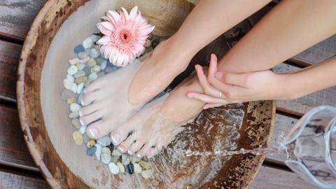Người phụ nữ tử vong sau khi ngâm chân nước nóng: 4 người nên tránh xa cách giữ gìn sức khỏe này