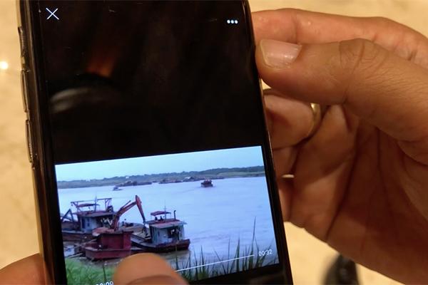 Chủ tịch Hà Nội trưng clip cát tặc lộng hành ngay cạnh tàu cảnh sát