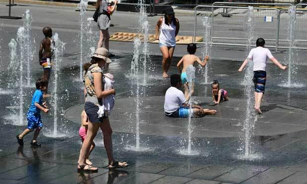 Nắng nóng thiêu đốt hàng loạt nơi trên thế giới