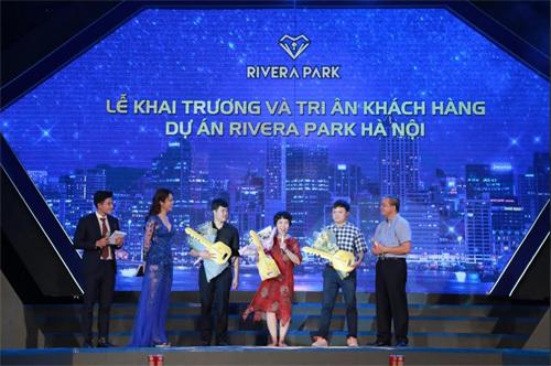 Tấp nập nhận nhà Rivera Park