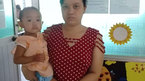 Mẹ khóc ròng chứng kiến con 2 tuổi oằn mình đau đớn