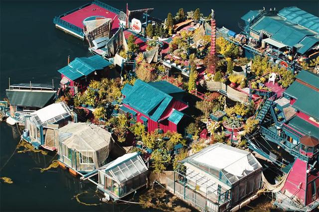 Cặp đôi dành 20 năm xây dựng cả một hòn đảo làm 'chốn nương thân'
