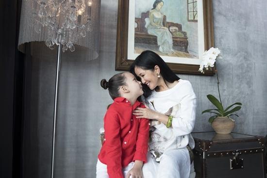 Hồng Nhung vui vẻ bên hai con tại nhà riêng sau ly hôn chồng Tây