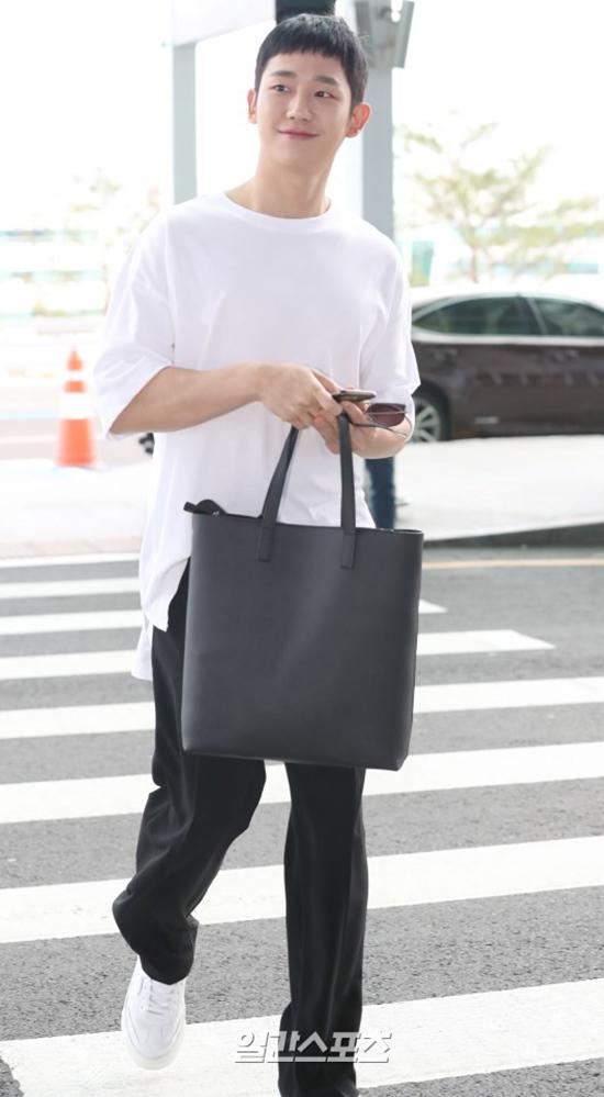 Mỹ nam 'Chị đẹp mua cơm ngon cho tôi' Jung Hae In sang Việt Nam