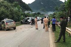 Taxi đối đầu xe cứu thương, 1 người chết