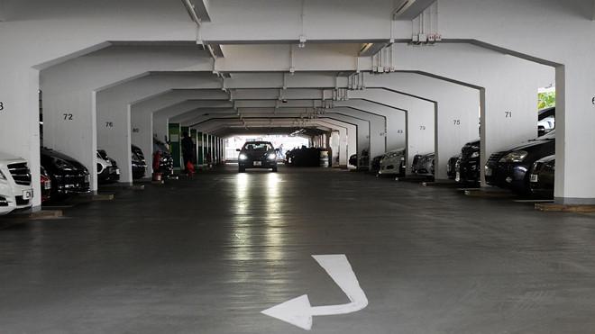 Một chỗ đỗ ô tô ở Hong Kong có giá bằng 5 chiếc xe hơi