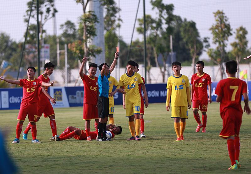 Giành cúp vô địch U17 quốc gia, cầu thủ Viettel bật khóc