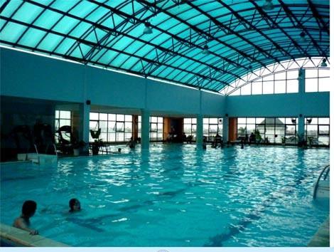 Bể bơi 'nóng' ngày hè, nếu không muốn họa đừng bơi giờ này