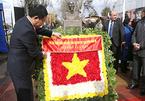 Phó Thủ tướng Vương Đình Huệ dâng hoa tại Công viên Hồ Chí Minh ở Chile