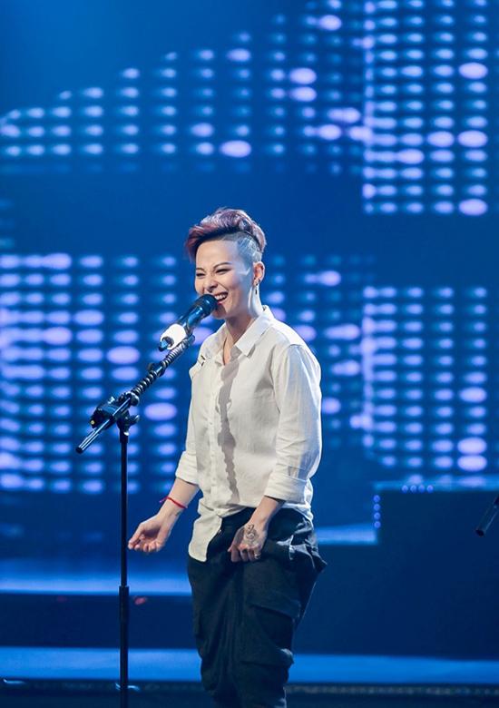 Đức Phúc khen giọng hát của bạn gái tiền vệ Quang Hải U23