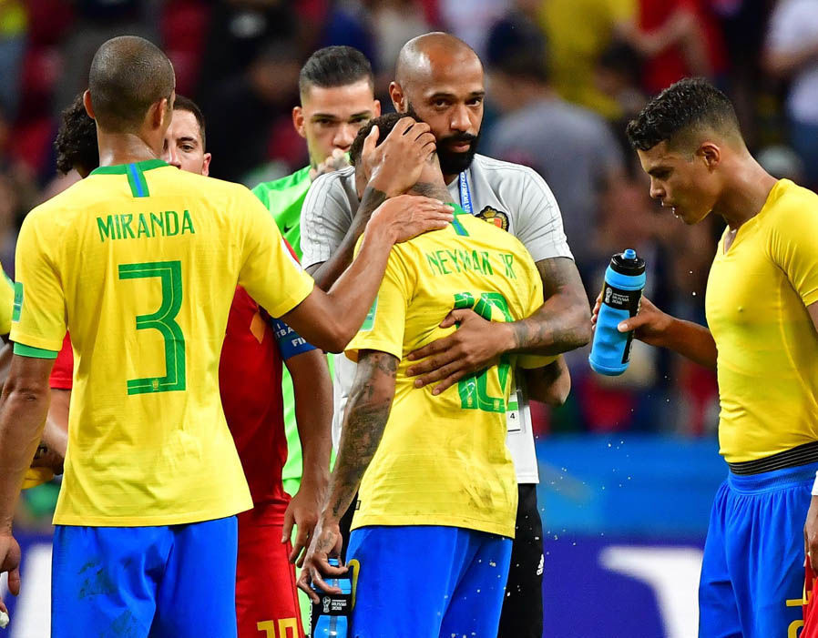 Neymar hứng mưa chỉ trích, Thierry Henry an ủi động viên