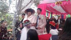Đám cưới chồng kém vợ vài chục tuổi gây xôn xao
