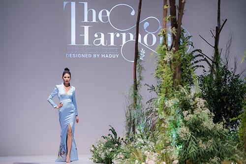 Hà Duy đưa miền xanh Vinhomes Riverside vào thiết kế thời trang