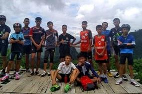 Những lá thư xúc động của đội bóng Thái Lan gửi cha mẹ
