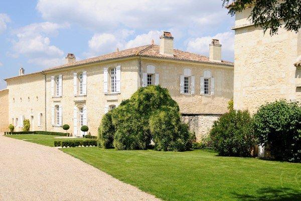 Trung Quốc dồn dập thâu tóm các lâu đài rượu vang của Pháp