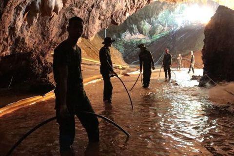 Sơ tán quanh hang Tham Luang để chuẩn bị cứu đội bóng Thái