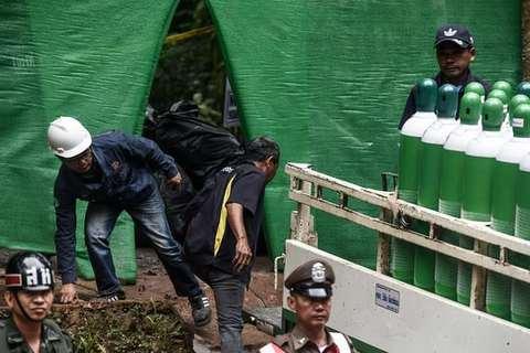 Cận cảnh cuộc chạy đua đưa đội bóng Thái khỏi hang
