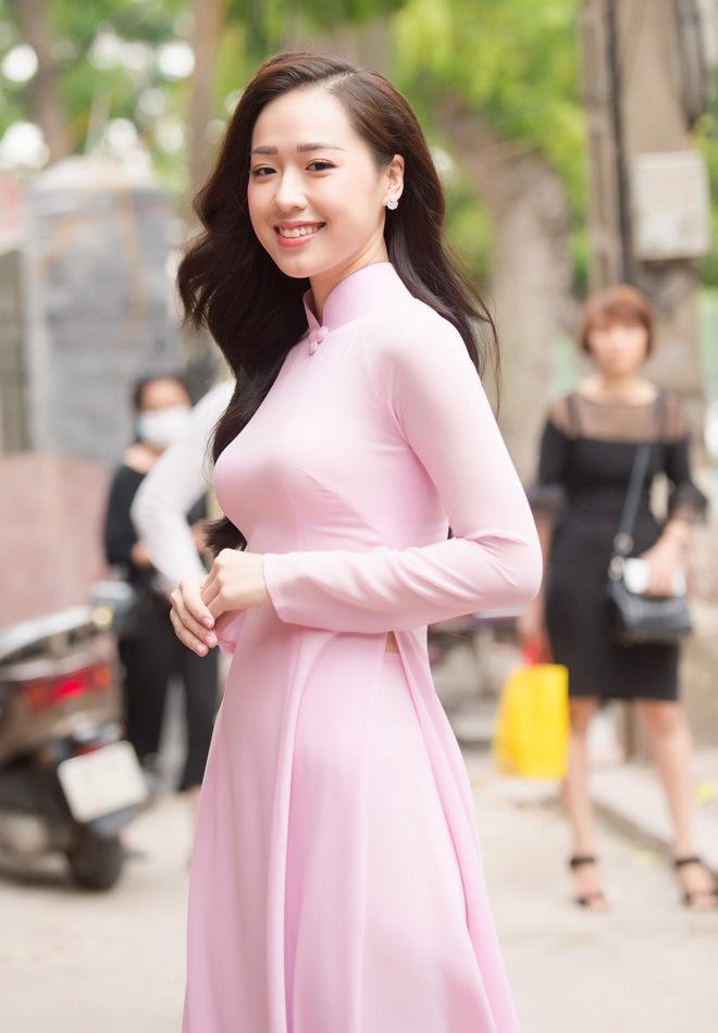 MC VTV, nữ sinh tặng hoa tổng thống Trump thi Hoa hậu Việt Nam