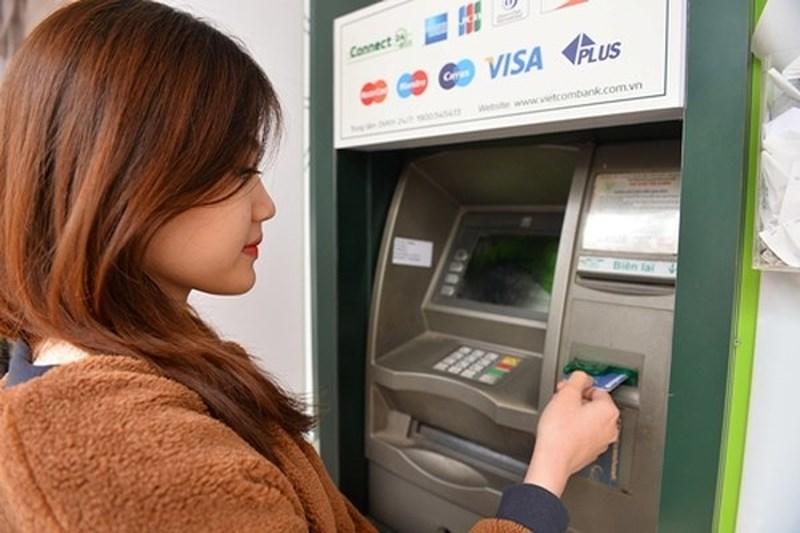 ATM,phí ATM,thẻ ATM,ngân hàng
